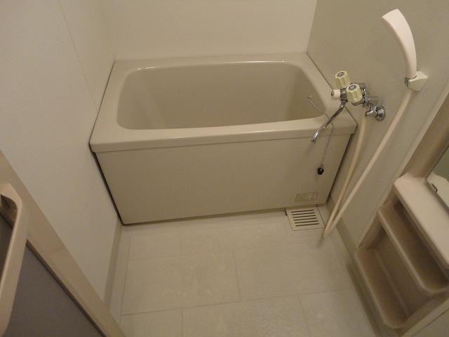 マンション角屋 203号室の風呂