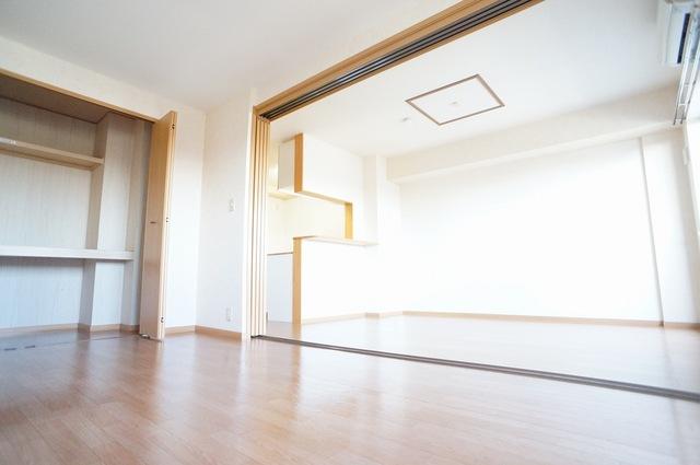 ボヌールフォンテーヌ 03020号室の居室