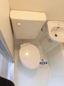 スカイコート浅草第3 802号室のトイレ