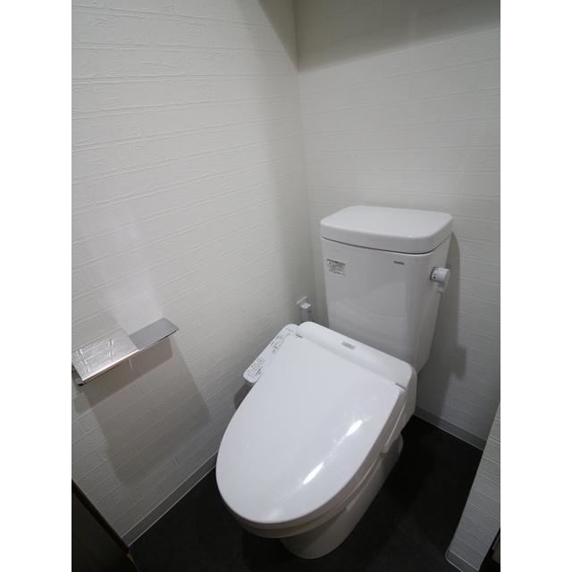 プレール・ドゥーク西新井 101号室のトイレ