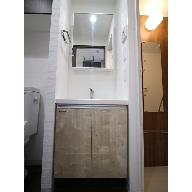 プレール・ドゥーク西新井 101号室の洗面所