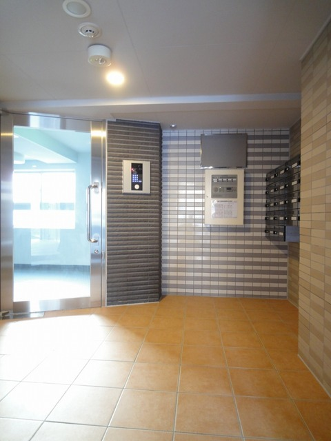 クオーレ メグ 02050号室のエントランス