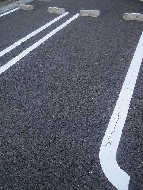クオーレ メグ 02050号室の駐車場
