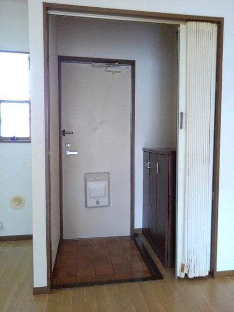 カルムメゾンシミズA 02010号室の玄関