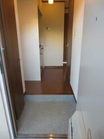 アンプルール・フェール宮内 107号室の玄関