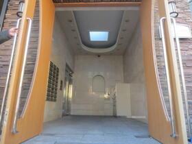 アンプルール・フェール宮内 107号室のエントランス