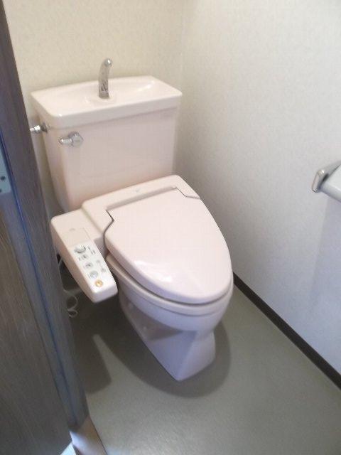 エンブル・セレス常磐町 803号室のトイレ