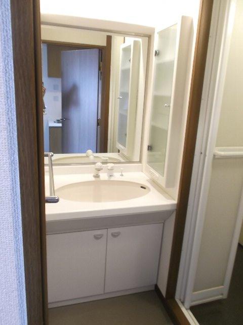 エンブル・セレス常磐町 803号室の洗面所