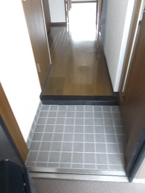 エンブル・セレス常磐町 803号室の玄関