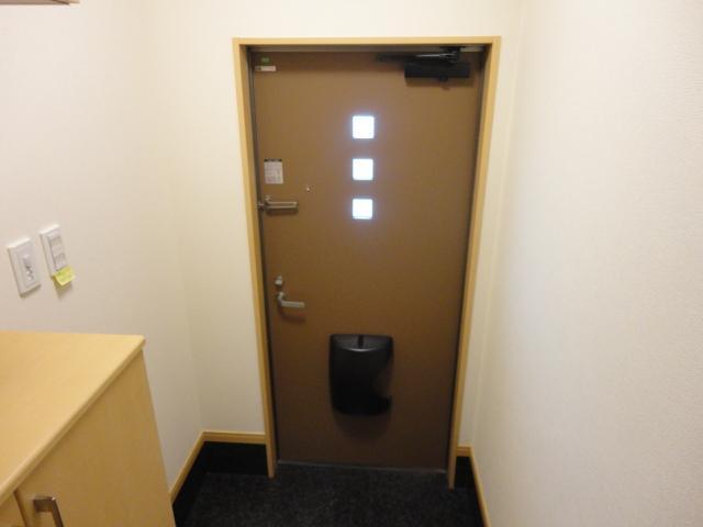 ルミエールB 202号室の玄関
