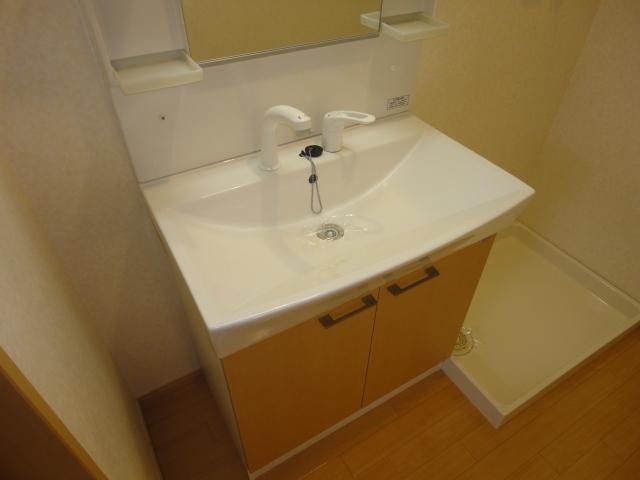 ルミエールB 202号室の洗面所