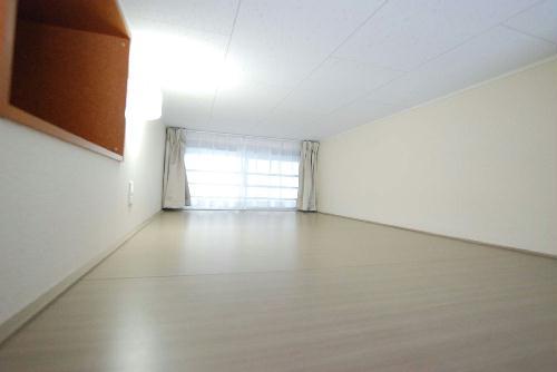 レオパレスアルカディア 204号室の収納