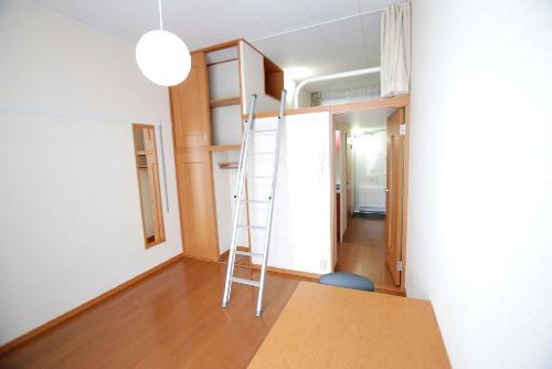 レオパレスアルカディア 204号室のリビング