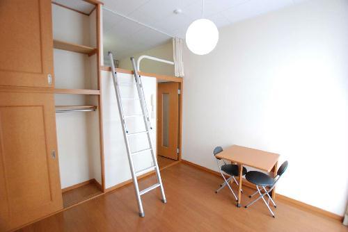 レオパレスアルカディア 105号室のベッドルーム