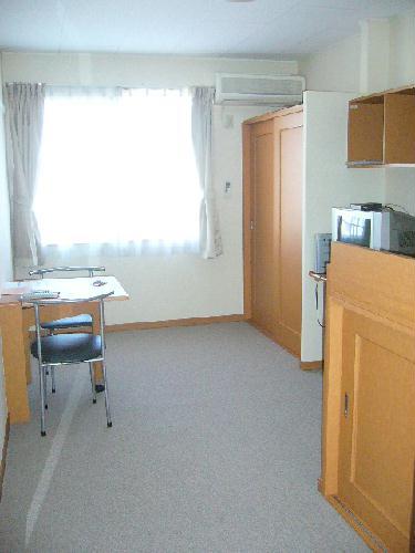 レオパレスKY知光院 205号室の居室
