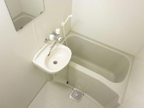 レオパレスKY知光院 205号室の風呂