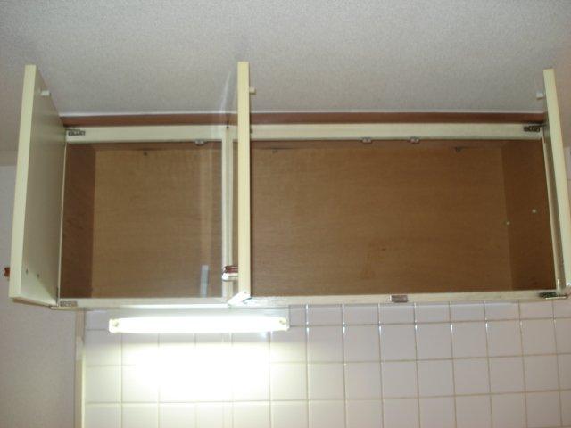ラプランタン加島 00102号室のリビング