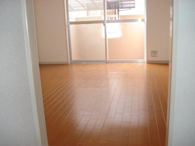 ラプランタン加島 00102号室のキッチン
