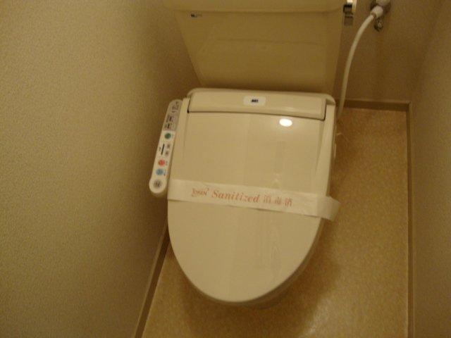 ラプランタン加島 00102号室の洗面所