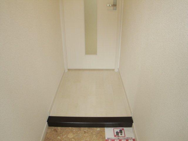 コーポ幸 105号室の玄関