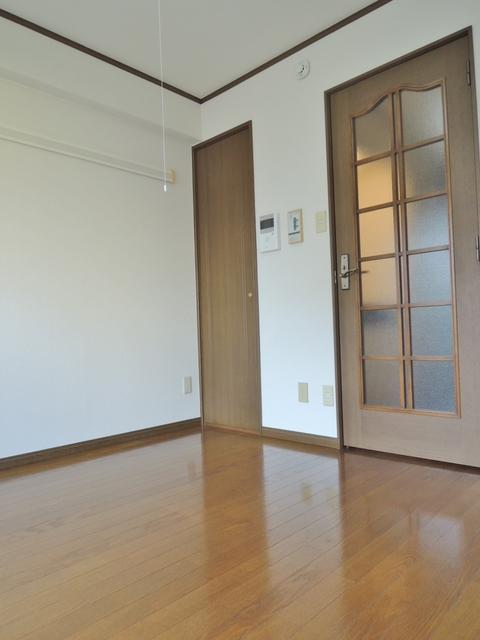日神パレステージ豊田 503号室のリビング