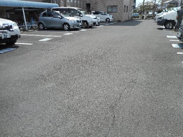 ハイレジデンスL 506号室の駐車場