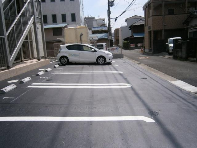 アザレアコート 01030号室の駐車場