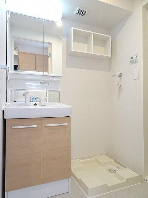 アザレアコート 01030号室の洗面所