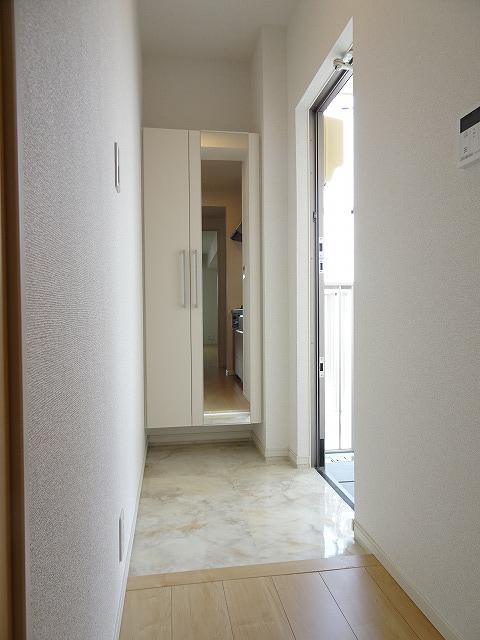 アザレアコート 01030号室の玄関