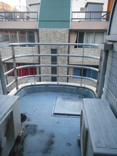 プチリヴェール昭和町 401号室のバルコニー