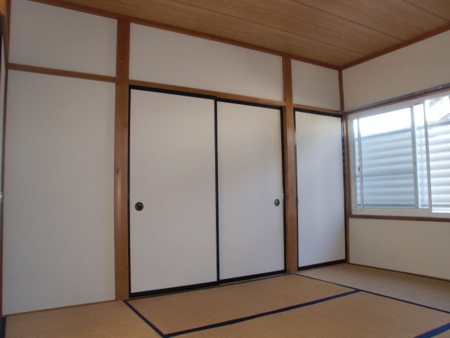 コウサンハイツ 203号室の居室