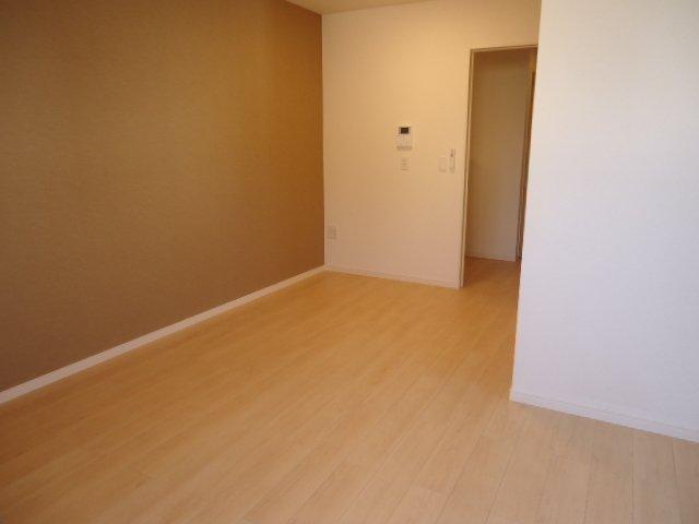 メゾン・ド・新堀 201号室の居室