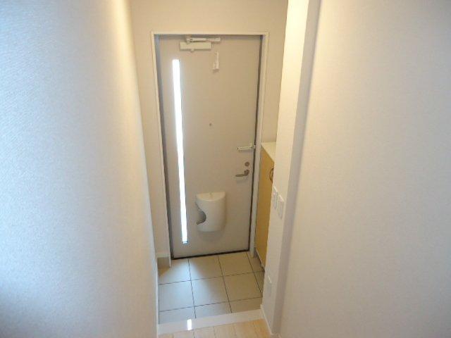 メゾン・ド・新堀 201号室の玄関