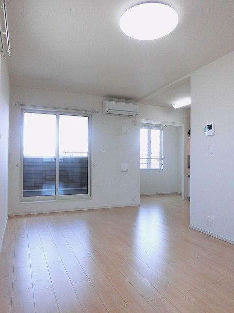 グランテージ 02020号室のリビング