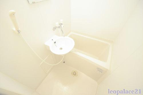 レオパレススプルース元木Ⅰ 206号室の風呂