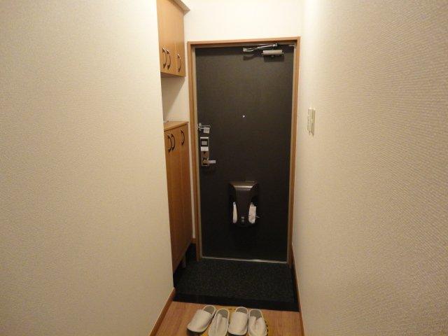 EOS(イオス) 103号室の玄関