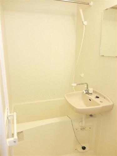 レオパレスKC 103号室の洗面所