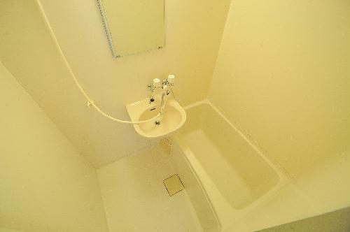 レオパレス花塚 103号室の洗面所