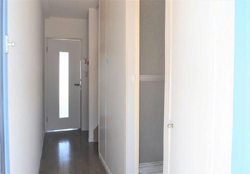 レオパレスFragrance 101号室の玄関