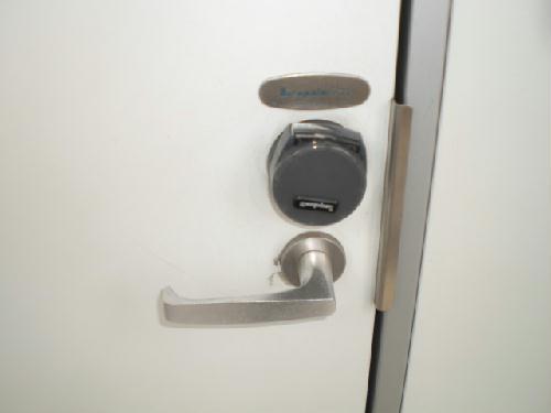 レオパレスエクセル 108号室の玄関