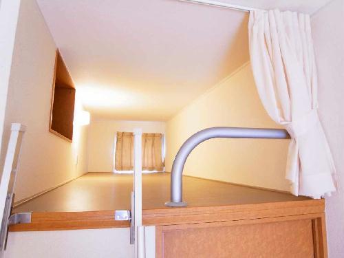 レオパレス小町A 301号室のベッドルーム