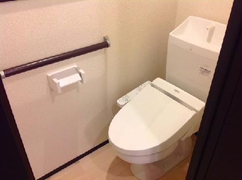 クレイノシエル ブルー 104号室のトイレ