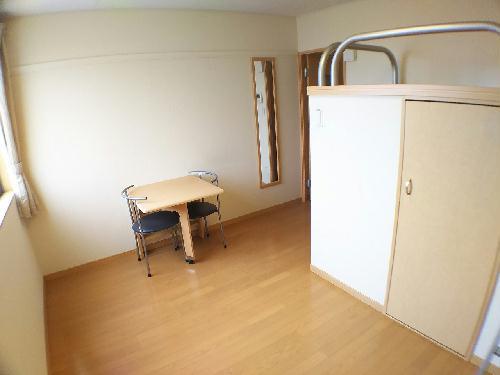 レオネクストスイートピー 110号室のベッドルーム