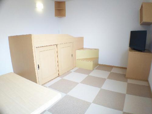 レオネクストスイートピー 206号室のベッドルーム
