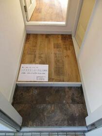 プラザ ドウメドック 110号室の玄関