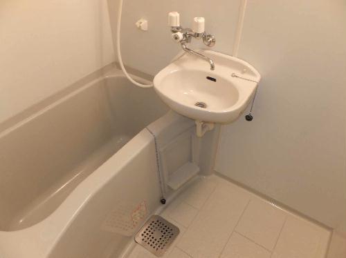 レオパレスリコメンド 204号室の風呂