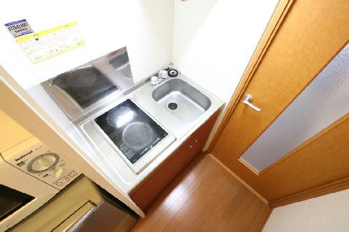 レオパレスアルモニ2番館 103号室のリビング
