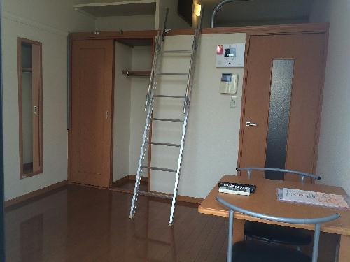 レオパレスサンセール 103号室のリビング