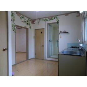 カーサフォレスト 102号室のリビング