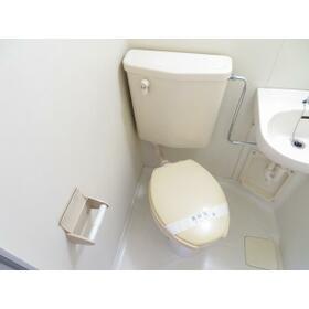 ニューオリエント小金井 0301号室のトイレ